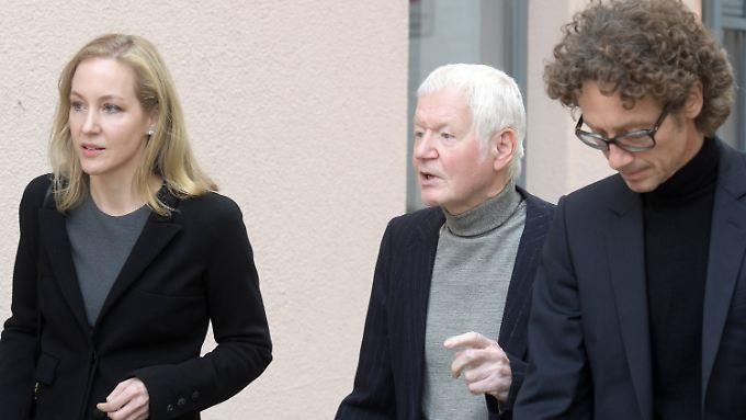 Stehen vor Gericht: Meike, Anton und Lars Schlecker.