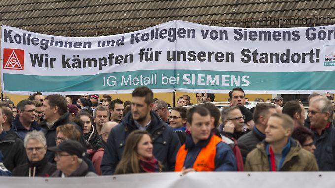 Wegen des Strukturwandels stehen bei Siemens und GE tausende Jobs auf der Kippe.