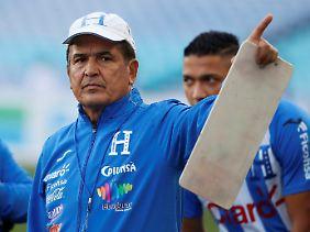 Jorge Luis Pinto sorgt sich um seine gemeihme Spielvorbereitung.