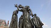 Außerdem brach Rodin mit der damals üblichen Frontalansicht. Das Denkmal kann, wie fast alle seine Werke, von allen Seiten gleichberechtigt betrachtet werden - und wirkt je nach Perspektive anders.