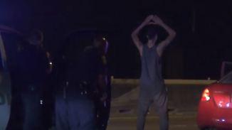 Kaum zu glauben, aber wahr: Tanzender Verkehrssünder irritiert US-Polizisten