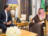 Der libanesische Ex-Premier Saad Hariri (l.) bei einem Treffen mit dem saudi-arabischen König Salman ibn Abd al-Aziz am 6. November.