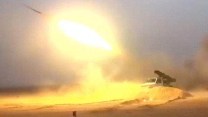 Assad-freundliche Milizen haben Albu Kamal mit schwerem Gerät unter Beschuss genommen.