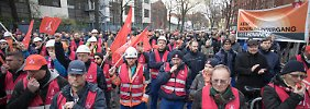 """Proteste gegen Stellenabbau: Siemens-Mitarbeiter """"umarmen"""" ihr Werk"""