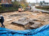 Bei Bauarbeiten in Hamburg: Baggerfahrer buddelt Hakenkreuz aus