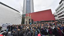 Rassismus-Vorwurf in Leipzig: Hunderte protestieren gegen Uni-Professor