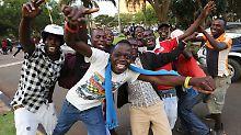 Jubel auf Simbabwes Straßen: Mugabe tritt zurück