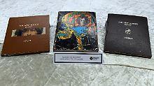 Aus dem Nachlass des Beatles-Musikers John Lennon sind unter anderem drei Tagebücher gefunden worden.