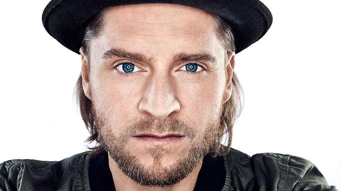 Johannes Oerding - der Mann mit dem Hut. Und dem hypnotischen Blick.