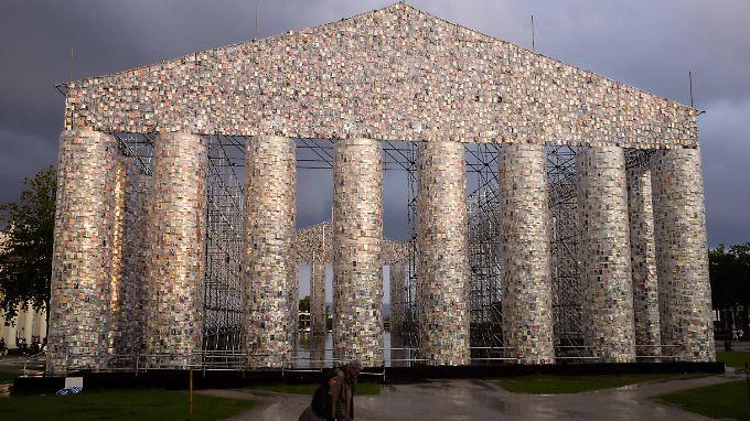 """Marta Minujíns """"Parthenon der Bücher"""" wurde aus 50.000 Büchern gebaut, die irgendwo auf der Welt mal verboten waren."""