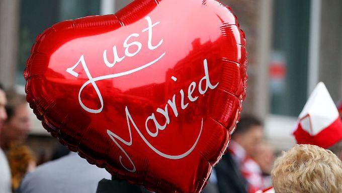 Langjährige Partnerschaften ohne Trauschein wurden für die Studie wie eine Ehe bewertet.