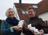 Diese Eisreste fanden Gerhard Mayer und Rita Peter-Mayer in ihrem Dach.
