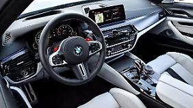 Seine Hoheitszeichen hat die M GmbH auch im Innenraum des M5 hinterlassen.