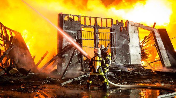 Die Feuerwehr in Mainz benötigte mehrere Stunden, um den Brand unter Kontrolle zu bringen.