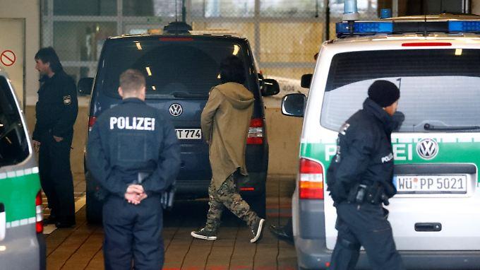 Sicherheitsvorkehrungen in Frankfurt vor dem Abflug.
