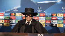 Der Sport-Tag: Donezk-Coach kommt als Zorro zur Pressekonferenz