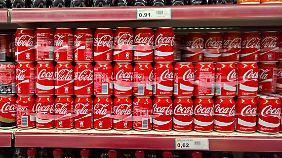 Zu ähnlich soll das Logo des syrischen Getränks dem traditionellen Coca-Cola-Schriftzug sein.