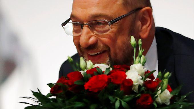 Grünes Licht für Gespräche mit Union: Sozialdemokraten bestätigen Schulz im Amt