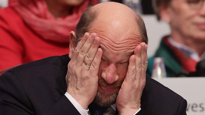 Er hat es in diesen Tagen nicht leicht - auch wenn er wiedergewählt worden ist: SPD-Chef Martin Schulz.