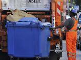 Im Papiercontainer übernachtet: Obdachloser verunglückt im Mülltransporter