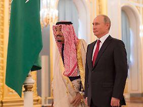 Seltener Besuch: Saudi-Arabiens König Salman bei Putin im Kreml.
