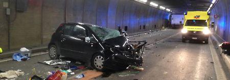 Zwei Tote und mehrere Verletzte: Schwerer Unfall blockiert Gotthard-Tunnel
