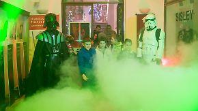"""Galaktische Stimmung: """"Star Wars""""-Fans stürmen die Kinos"""