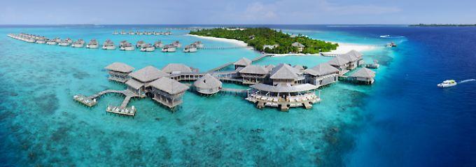 Luxushotel auf dem Wasser gebaut: Urlaub auf den Malediven heißt oft Urlaub in einem einzelnen Resort.