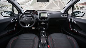 In den höheren Ausstattungslinien weiß auch der Innenraum des Peugeot 2008 zu gefallen.