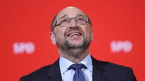 Widerwillige Genossen: SPD entscheidet sich, Merkel bekundet Respekt