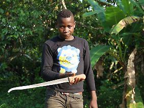 Sylvain, der noch bis vor Kurzem schwere Arbeiten in der Kakaoplantage seines Onkels verrichtet hat.
