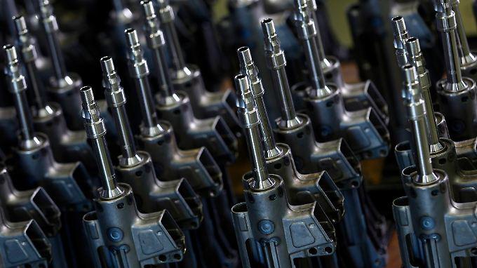 Waffenteile in einer Fabrik des deutschen Waffen-Produzenten Heckler & Koch.
