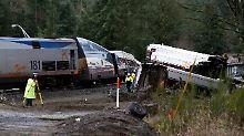 """""""Wie durch eine Kurve fahren"""": Zug in den USA entgleist - mehrere Tote"""