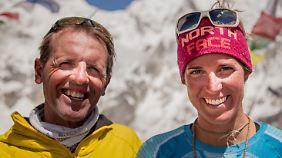 Simone Moro und Tamara Lunger sind ein ungleiches Paar. Er ist 50 Jahre alt, sie 30. Aber die Chemie stimmt. Seit 2009 wandern sie zusammen.