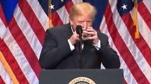 """Nächster """"Wasser-Skandal"""": Trump trinkt """"wie ein Eichhörnchen"""""""