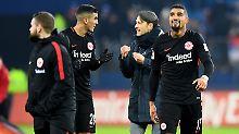 """Niko Kovac pflegt einen freundschaftlichen Umgang mit seinen Spielern - das erdete auch """"Enfant terrible"""" Boateng (r.)."""
