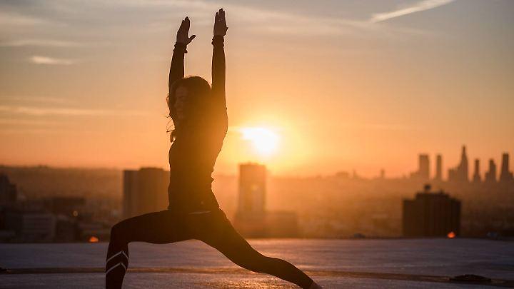 Yoga ist eine Mischung aus Asanas, Pranayama und Meditation. Mantras und Mudras runden es ab.