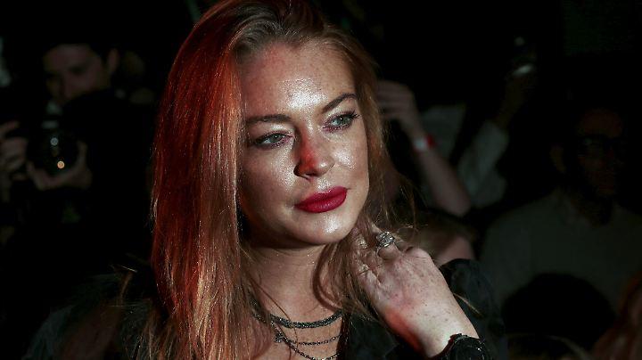 Lindsay Lohan masturbiert richtig