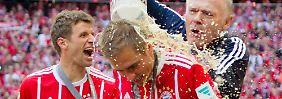Letzte Duschen für einen ganz Großen des deutschen Fußballs: Philipp Lahm hat seine Karriere beendet.
