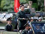 Xi Jinping bei einer Truppeninspektion in Hongkong.