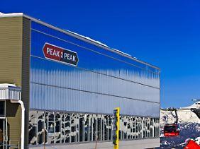 Die Peak 2 Peak Gondola ist die längste und höchste frei schwebende Seilbahn der Welt.