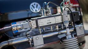 Mit einem PEMS-Messgerät wird der tatsächliche Schadstoffausstoß von Fahrzeugen gemessen.