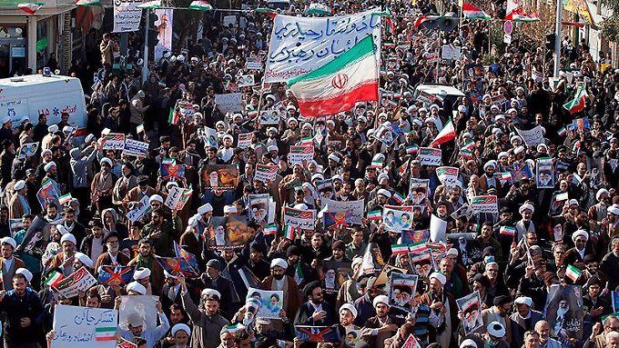 Zehntausende gingen heute auf die Straßen im Iran, um für das Regime zu demonstrieren.