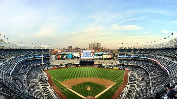 Baseball ist in den USA auch mit viel Show verbunden - und auch für Touristen interessant.