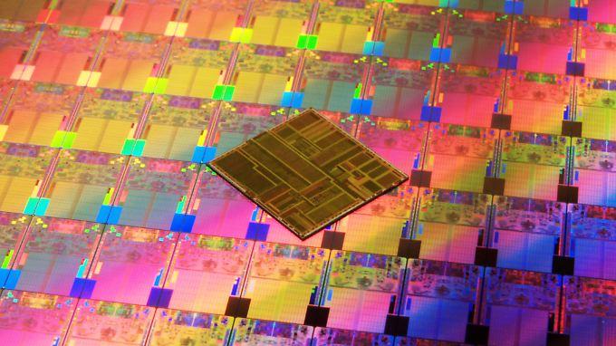 """""""Meltdown"""" und """"Spectre"""" bedrohen nicht nur Geräte mit Intel-Chips."""
