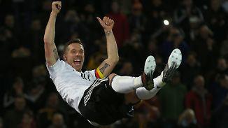 Promi-News des Tages: Podolski dreht am Dönerspieß