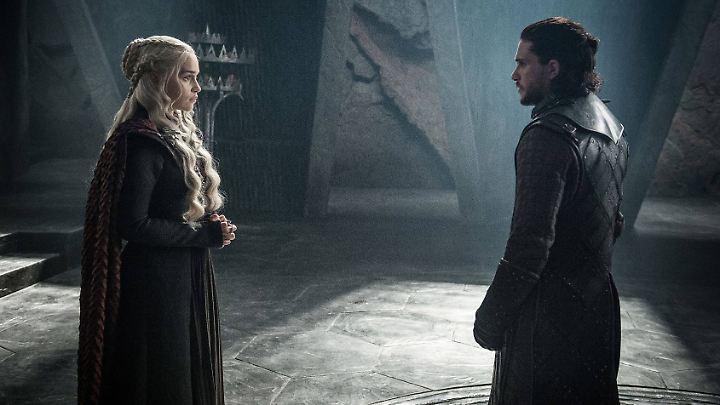 """Daenerys Targaryan oder Jon Snow? Die Spekulationen darüber, wer am Ende von """"Game of Thrones"""" auf dem Eisernen Thron landet, laufen auf Hochtouren."""