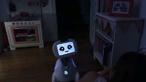 Intelligente Hilfsmittel im Alltag: Roboter falten Wäsche und erinnern an Mamas Geburtstag