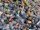 Der internationale Müllberg, der vorzugsweise aus PET-Flaschen und anderen Kunststoffen besteht, soll in China kleiner werden.