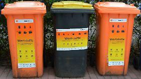 Zumindest die Mülltrennung funktioniert in Deutschland sehr gut: In Wertstofftonnen werden Kunststoffe, Metall und Verbundmaterialien gesammelt.